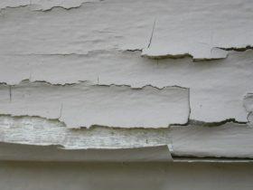 tường sơn bị bong tróc
