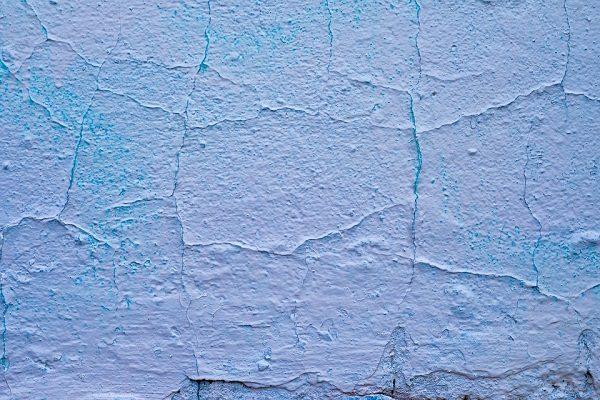tường nhà bị kiềm hóa