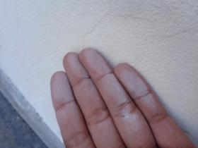 tường sơn bị phấn hoa