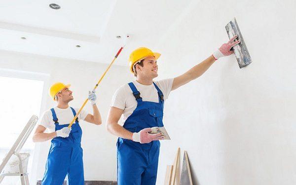 mặc đồ bảo hộ khi sơn nhà