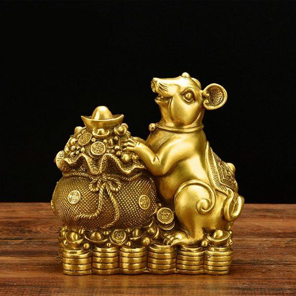 Chuột vàng trưng phòng khách