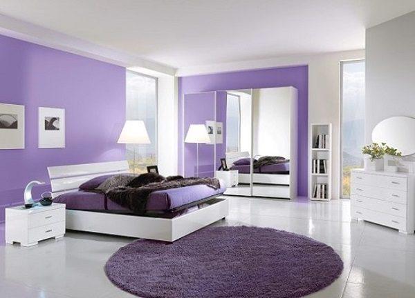 Phòng ngủ màu tím và trắng
