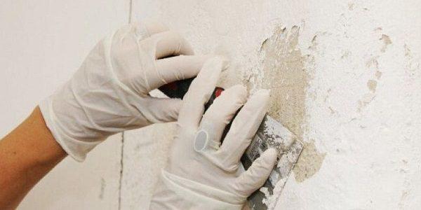 Xử lý tường cũ trước khi chống thấm